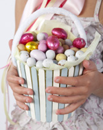 Tara Dennis Easter craft idea - pop stick basket - easy Easter craft idea for the kids & perfect for an Easter egg hunt